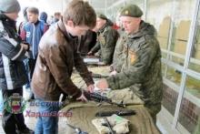 Харцызские ученики побывали на экскурсии в воинской части