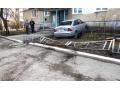 В Харцызске нетрезвый водитель врезался в многоэтажку (видео)